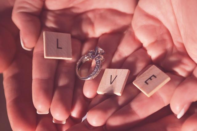 anillo-compromiso-pedida-mano-novia-novio-love-blog-invitaciones-de-papel