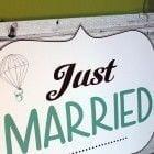 Detalle de las cuerdas del cartel aqui viene la novia para que lo lleven los pajes de la boda