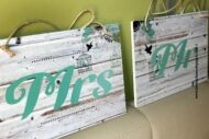 Carteles para colgar en las sillas de los novios Mr & Mrs o Sr & Sra